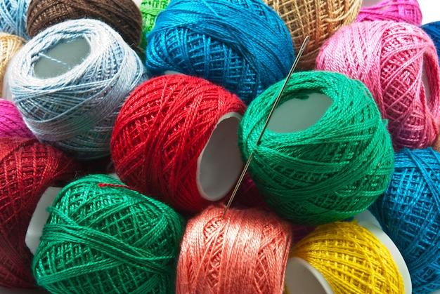 Fondo de bolas de hilo de colores brillantes