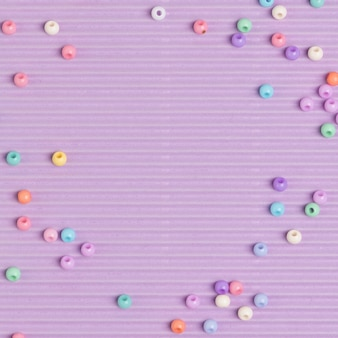 Fondo de borde de perlas pastel morado
