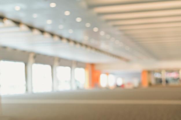 Fondo borroso del corredor del aeropuerto o centro comercial vía fondo abstracto desenfocado