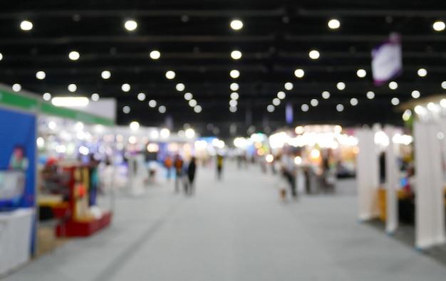Fondo borroso de la exposición del evento mostrar salón público, feria comercial.
