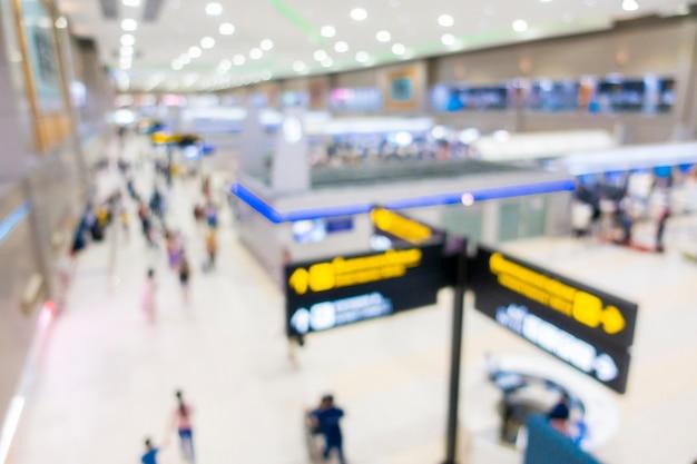 Fondo borroso del interior del aeropuerto