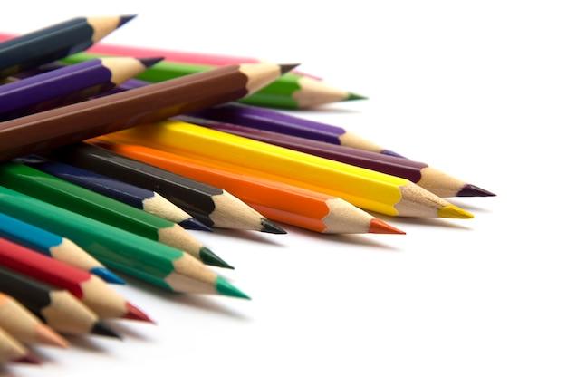 Fondo borroso de lápiz de color sobre fondo blanco