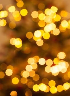 Fondo borroso de las luces de navidad de color naranja.