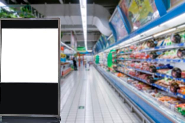 El fondo del centro comercial borrosa en primer plano para la caja de luz de publicidad