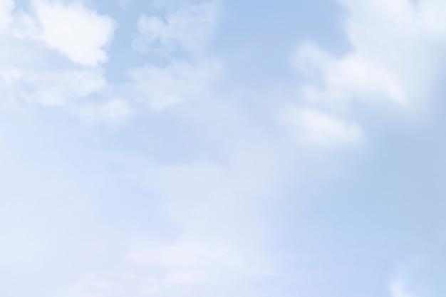 Fondo de cielo azul con nubes