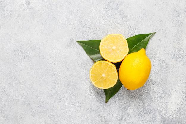 Fondo de cítricos con una variedad de cítricos frescos, limón