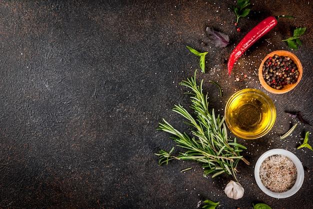 Fondo de cocina, hierbas, sal, especias, aceite de oliva.