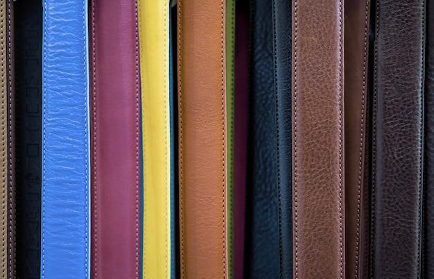 Fondo de color de cinturones de cuero.