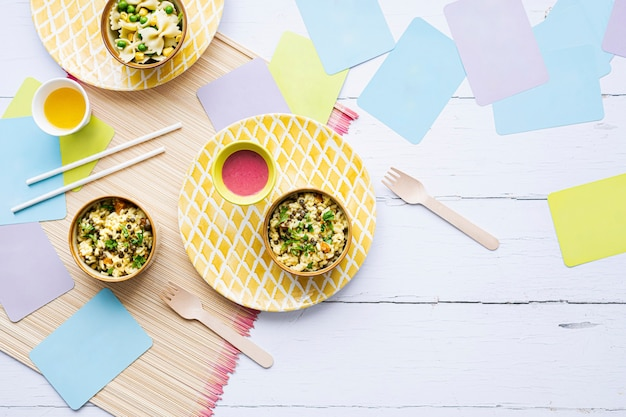 Fondo de comida de niños de risotto de calabaza, con lentejas verdes
