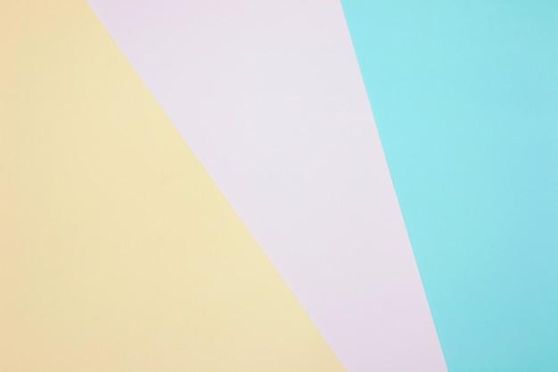 Fondo de composición plana de geometría de papeles de colores con tonos pastel amarillos, rosados y azules