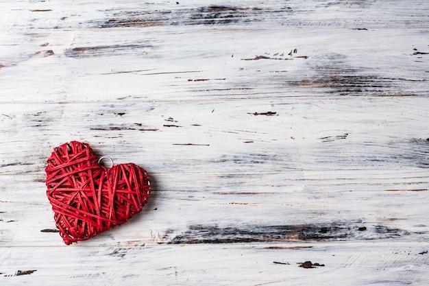 Fondo con corazones, san valentín. día de san valentín. amor. corazones de mimbre. romántico.