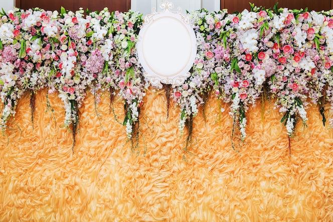 Fondo de flores hermosas para la escena de la boda