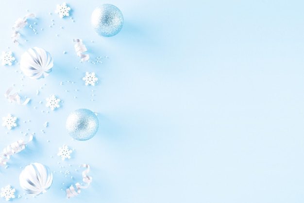 Fondo de decoración de navidad sobre fondo azul