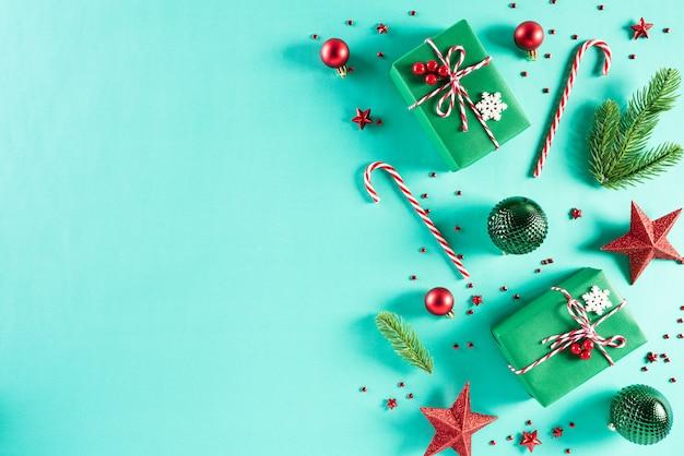 Fondo de decoración de navidad sobre fondo verde