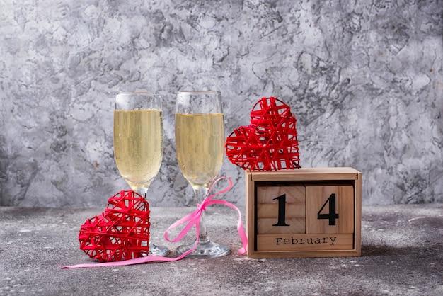 Fondo del día de san valentín. champagne con fresa