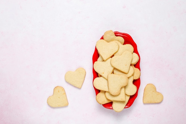 Fondo del día de san valentín, galletas con forma de corazón del día de san valentín, vista superior