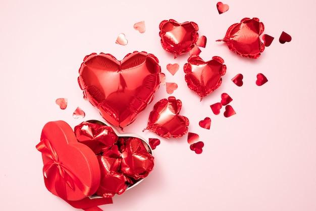 Fondo del día de san valentín con globos rojos