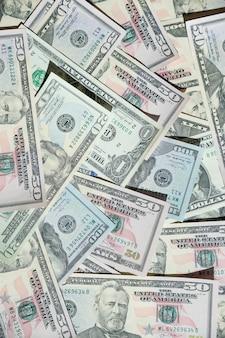 Fondo con dinero americano cien billetes de dólar. concepto de finanzas y negocios. informe del mercado de valores, gráfico financiero. billetes de papel en dólares estadounidenses como parte del sistema financiero y comercial mundial