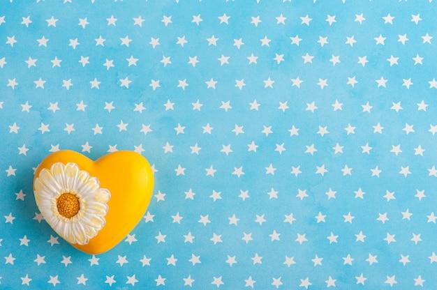 Fondo de estrellas blancas azules con osito de peluche
