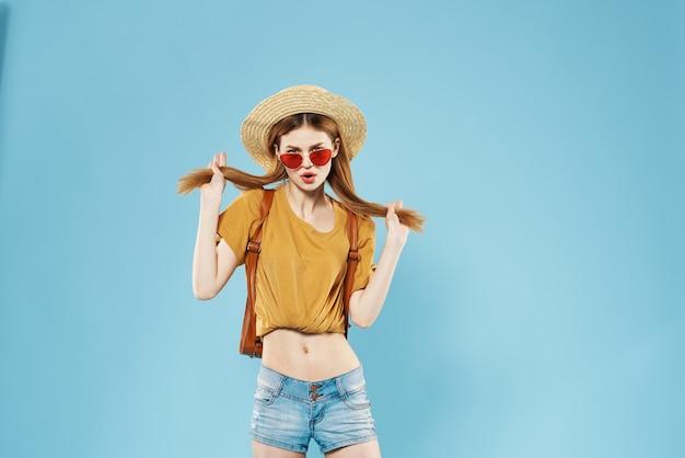 Fondo de estudio de estilo de verano de ropa de moda de mujer bonita