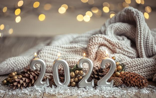 Fondo festivo de año nuevo con velas en forma de números