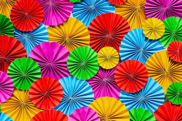 Fondo de flores de papel colorido.