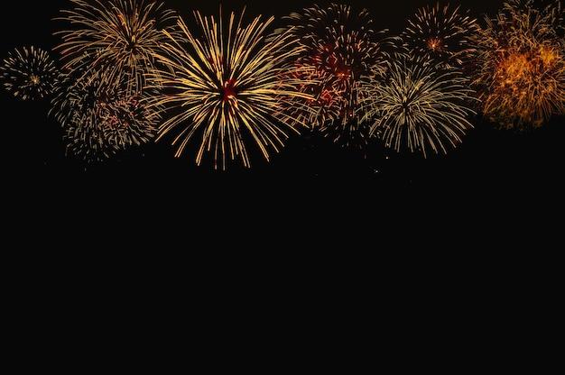 Fondo de fuegos artificiales de color abstracto con espacio libre para texto