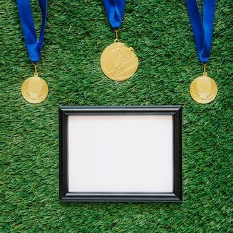 Fondo de fútbol con marco debajo de medallas
