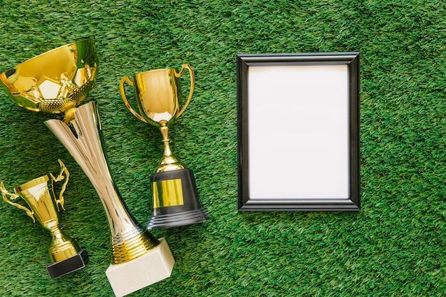 Fondo de fútbol con marco y trofeos