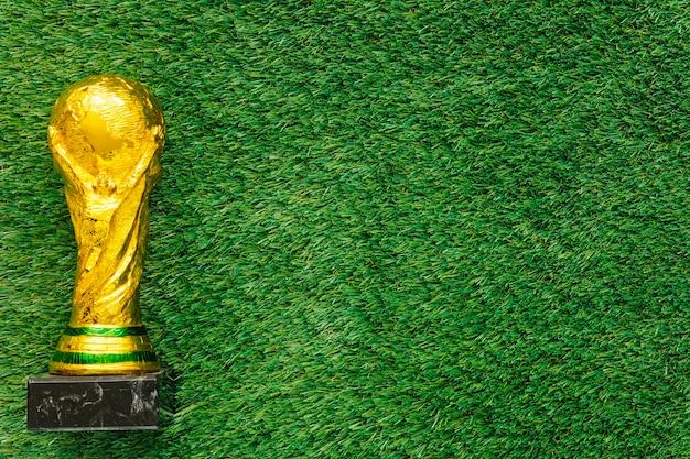 Fondo de fútbol con trofeo y copyspace
