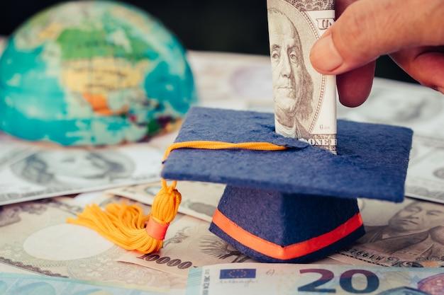 Fondo de graduación para ahorrar dinero.