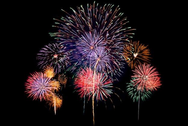 Fondo de grandes fuegos artificiales para la celebración de año nuevo o evento especial de vacaciones de la nación