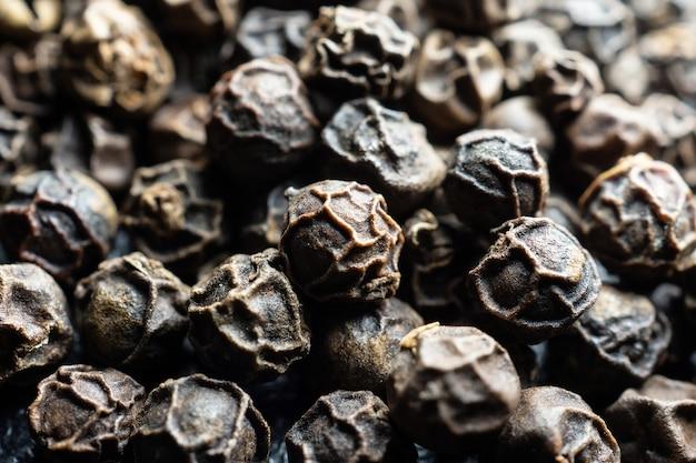 Fondo con granos de pimienta negros enteros