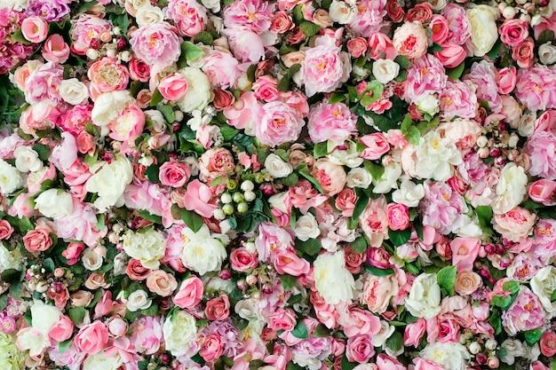 Fondo de hermosas flores con flores rosas y blancas