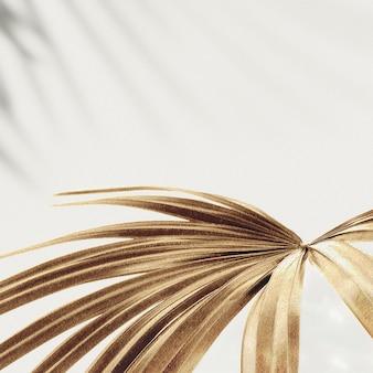Fondo de hojas de palma dorada
