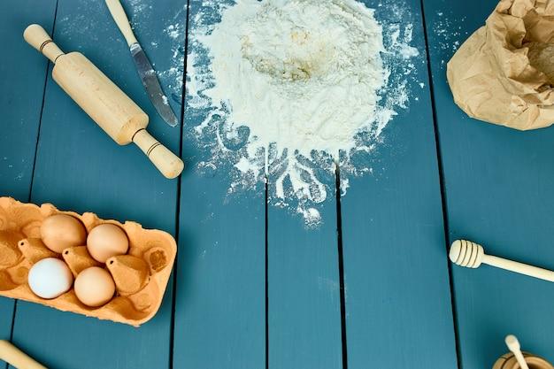 Fondo de ingredientes para hornear, concepto de cocción, vista superior.