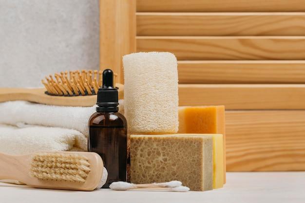 Fondo de madera de aceite corporal orgánico