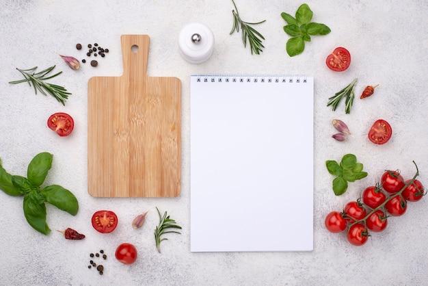 Fondo de madera y cuaderno