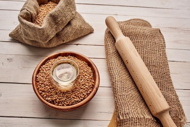 Fondo de madera de merienda matutina de muesli de alimentación saludable