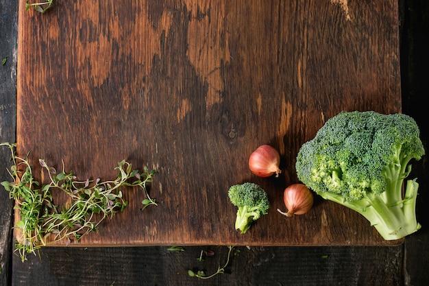 Fondo de madera con verduras