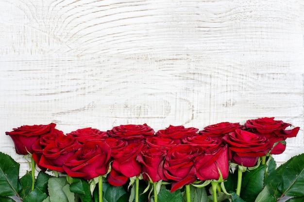 Fondo de marco de rosas escarlata