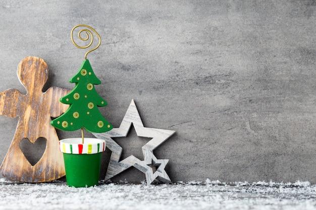 El fondo de metal gris, decoración navideña.