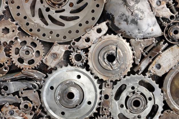 Fondo de metal de repuestos usados de auto.