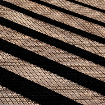 Fondo metálico con líneas negras
