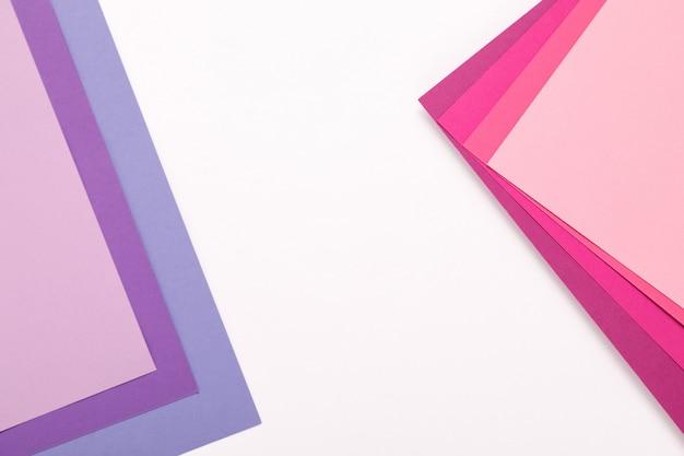 Fondo de minimalismo de textura de papel de color rosa. hojas de papel rosa y lila.