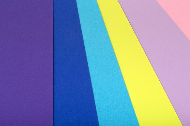 Fondo multicolor de un cartón de diferentes colores.
