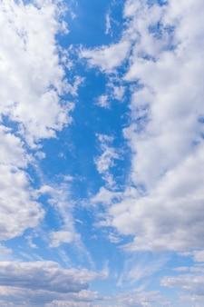 Fondo de naturaleza cielo azul con nubes