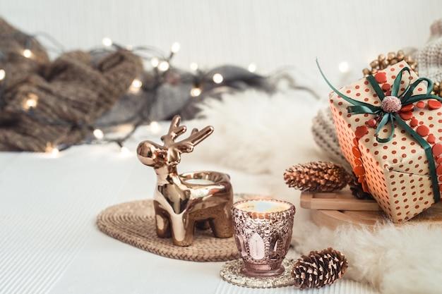 Fondo de naturaleza muerta de navidad con decoración festiva.