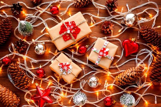 Fondo de navidad con adornos navideños
