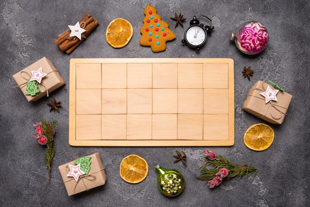 Fondo de navidad con bloques de madera, espacio de copia